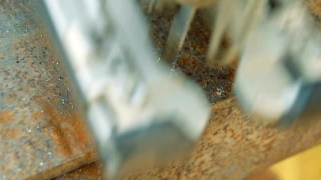 Arbetsflödet för skärning av metall tomt, närbild
