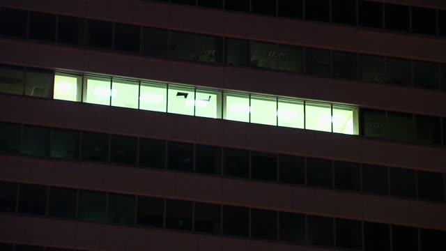 Working Late Zoom (1080/24P)