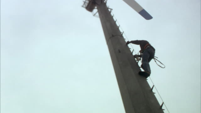 MS TU Workman climbing wind turbine/ Buffalo Ridge, Minnesota
