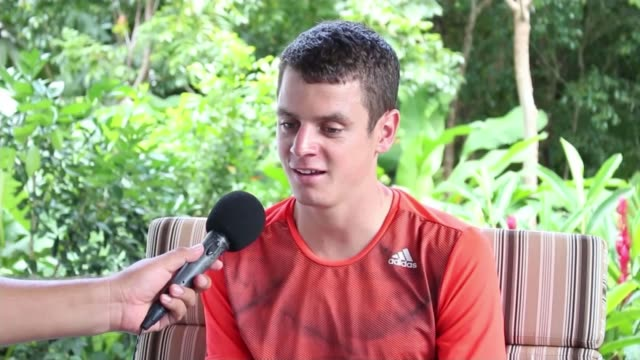 Jonny Brownlee helped over finish line by brother Alistair Jonny Brownlee interview SOT