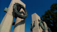ZI, CU World War II Memorial, Pillars with wreath, Washington DC, USA