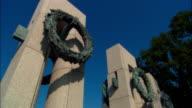ZI, CU World War II Memorial, Pillars with wreath, Washington DC, USA
