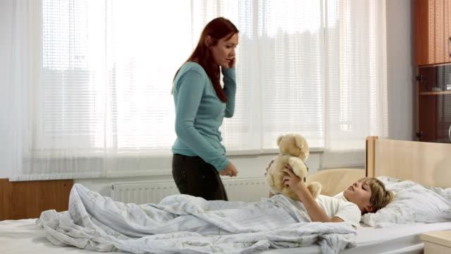 HD: Besorgt Mutter an Arzt