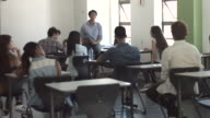 WS_Teacher explaining to class of students