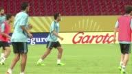 Xavi Hernandez anuncio este martes que termina su etapa con la seleccion española aunque continuara jugando en el Barcelona