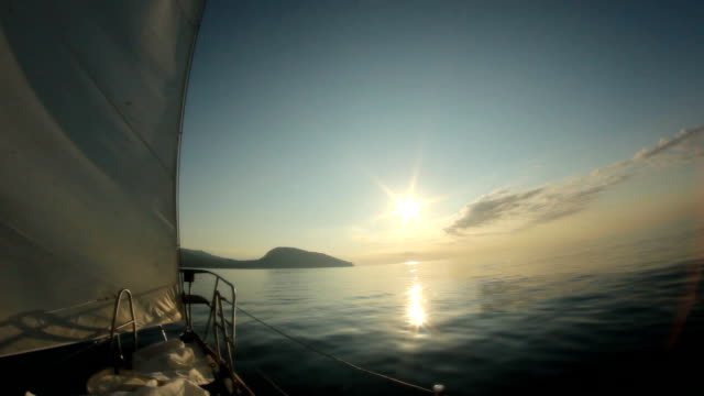 yacht sailing goes to Dawn