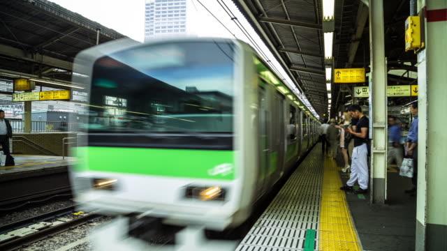Yamanote Line Platform at Shinjuku Station - Panning Timelapse