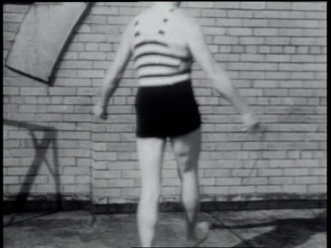 1931 MONTAGE 61 year old Chet Levere breaks rope-skipping record / Chicago, Illinois