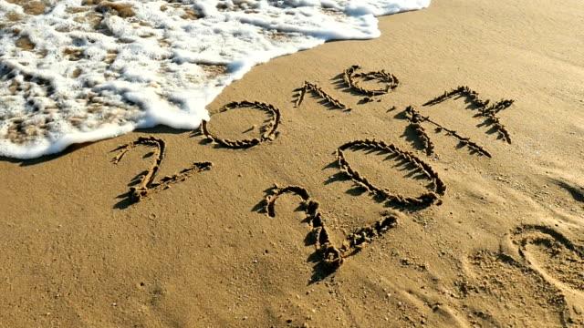 Jaar 2016 en 2017 uitgewist door golven van de zee