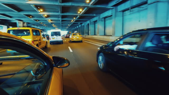 Gele taxi taxi rijden in New York POV