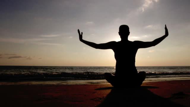 Yoga at the beach (HD 720)