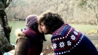 HD : Junges Paar im Wald