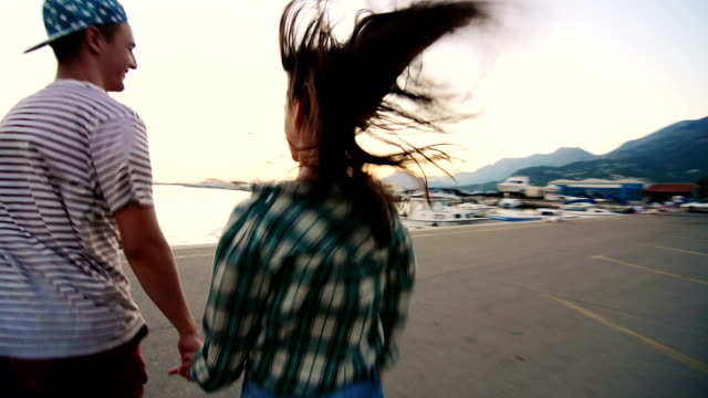 Junges Paar Laufen