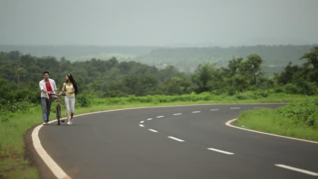 Young couple talking, Malshej Ghat, Maharashtra, India