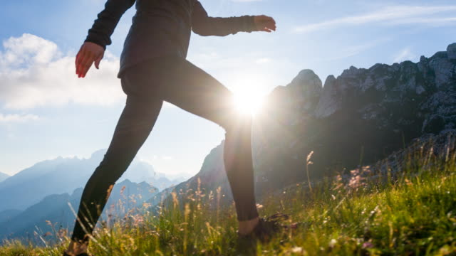 Junge Frau, Wandern in den Bergen