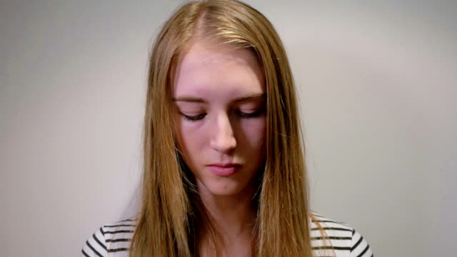 Young Girl Putting Make-up on: Real time