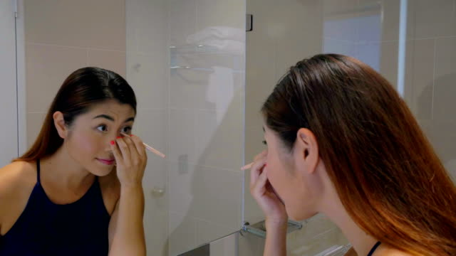 Young Girl Putting Make-up: Real time