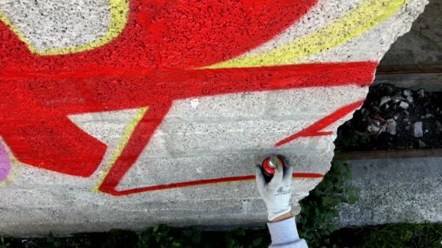 Junge Graffiti Künstler Zeichnung Graffiti an Wand