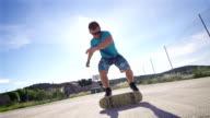 Künstlerische Trick auf einem Skateboard-Super-Zeitlupe