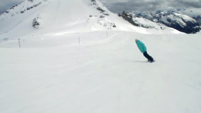 WS TS Young man snowboarding / Mayrhofen, Zillertal, Austria