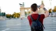 Jongeman reizen door heel Europa