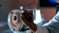 HD DOLLY: Junge Wissenschaftler Schreiben chemische Formel