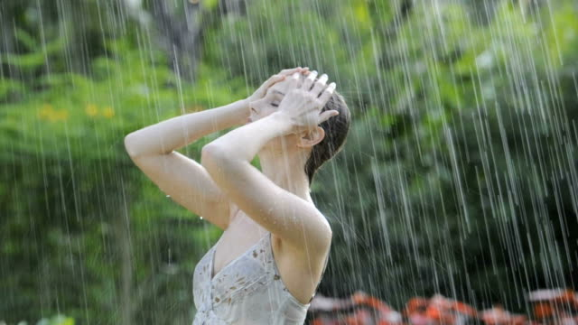 Videos Of Women Naked In The Rain 21