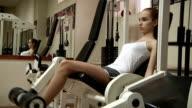 Junge Frau in einem health-club