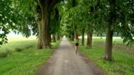 GRU HD: Giovane donna Jogging