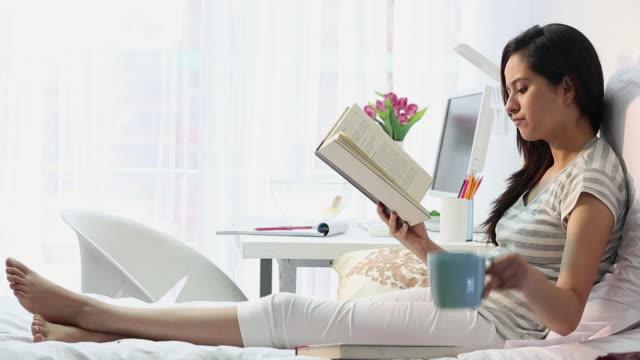 young-woman-reading-a-book-delhi-india-video-id182017533?s=640x640 Sering Merasa Susah Tidur? Dengan 16 Tips Cerdik Ini, Kamu Bisa Mengatasinya!