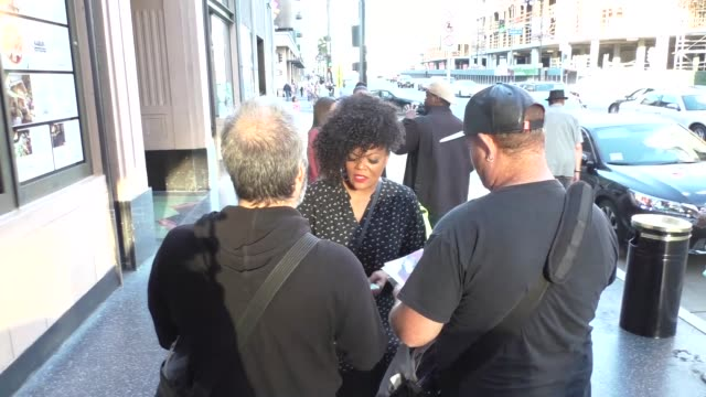 Yvette Nicole Brown greets fans outside Pantages Theatre in Hollywood in Celebrity Sightings in Los Angeles