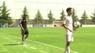 Zidane podrá entrenar al filial del Real Madrid despues de que este viernes anularan la sancion de la Federacion Espanola de Futbol que senalaba que...