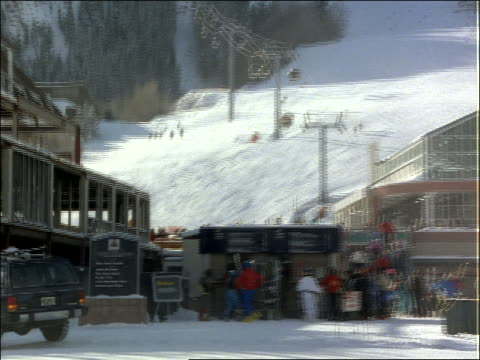 zoom out of Aspen sign with skislope in background / zoom in to ski lift