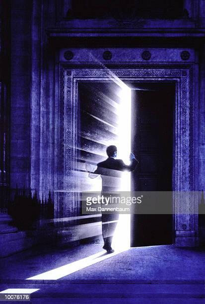 businessman passing thru mysterious door - fantasiewelt stock-grafiken, -clipart, -cartoons und -symbole