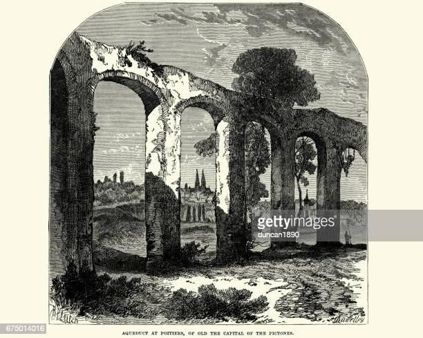 Antiguo acueducto romano en Poitiers.