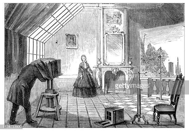 ilustrações de stock, clip art, desenhos animados e ícones de antique illustration of scientific discoveries, photography: photographing - maquina fotografica antiga