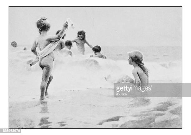 bildbanksillustrationer, clip art samt tecknat material och ikoner med antika foto av målningar: barn badvattnets - nakna tjejer