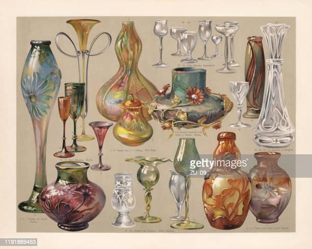 アールヌーボーの花瓶と眼鏡、クロモリトグラフ、1900年に出版 - ゴール市点のイラスト素材/クリップアート素材/マンガ素材/アイコン素材