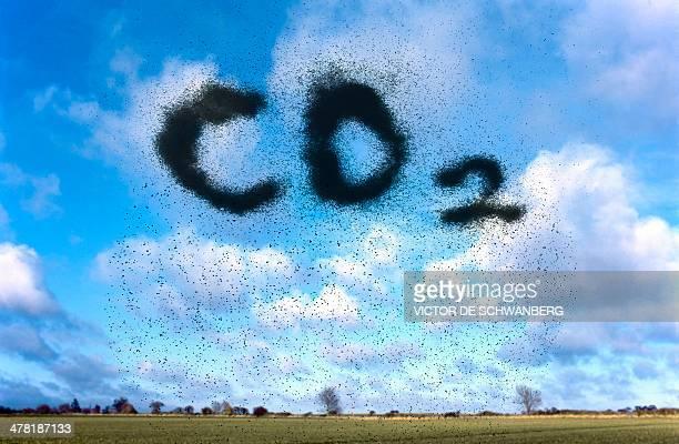 ilustraciones, imágenes clip art, dibujos animados e iconos de stock de atmospheric carbon dioxide - gas de efecto invernadero