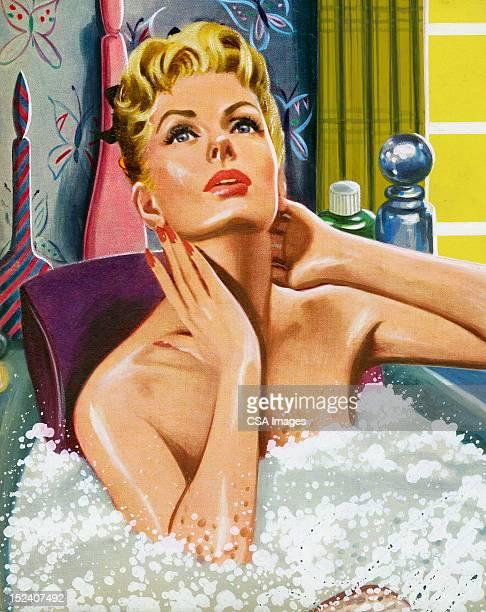 Blonde Femme dans un bain moussant