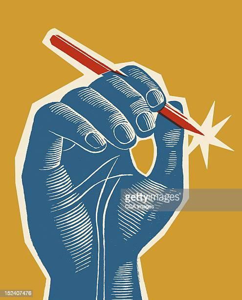 Main tenant le stylo rouge bleu