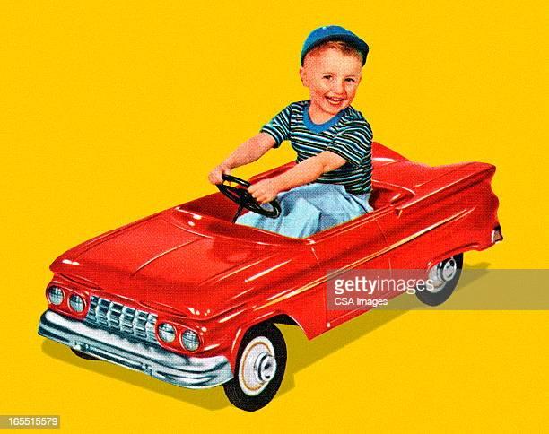 Menino sentado em um carro de Brinquedo