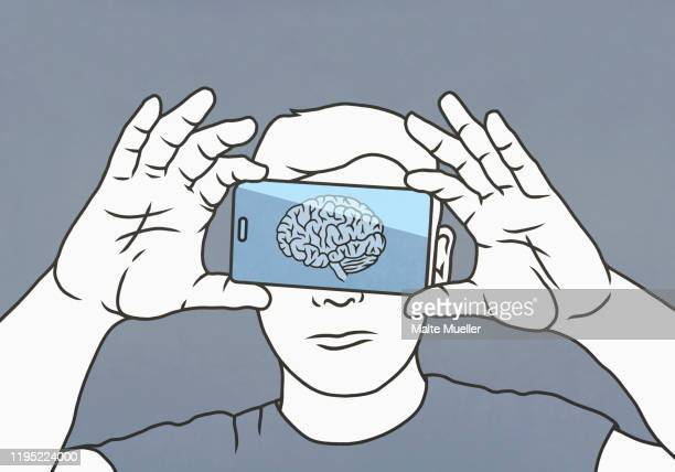ilustraciones, imágenes clip art, dibujos animados e iconos de stock de brain on smart phone screen over mans face - cerebro humano