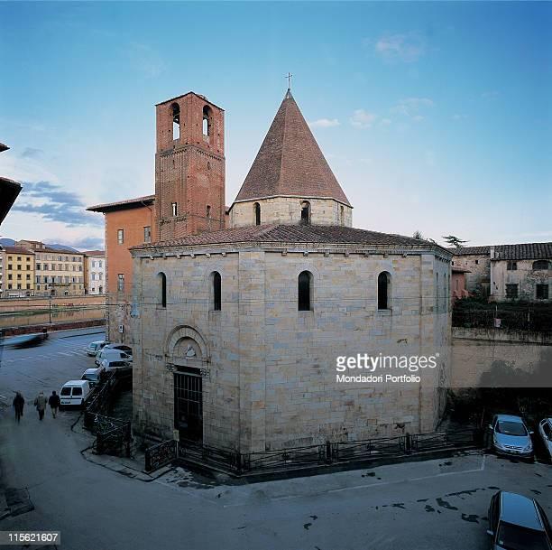 Italy; Tuscany; Pisa; Holy Sepulcher Church. Whole artwork. Exterior church facade Church of Santo Sepolcro octagonal central plan octagon doorway...