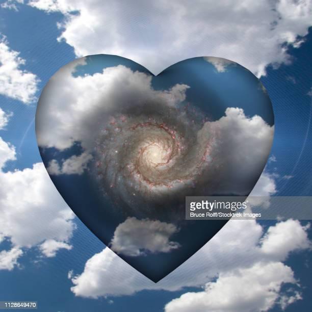 ilustraciones, imágenes clip art, dibujos animados e iconos de stock de cloud heart with spiral galaxy inside - galaxiaespiral