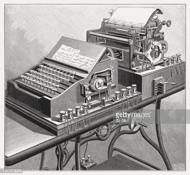 タイプライターと電信の組み合わせ、木彫り、1895年に出版 - 電報点のイラスト素材/クリップアート素材/マンガ素材/アイコン素材