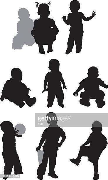 Linda niños en diferentes poses