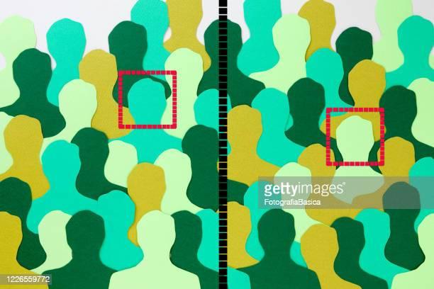 geteilte gesichts erkennungswillig grüne männer - ausdruckslos stock-grafiken, -clipart, -cartoons und -symbole