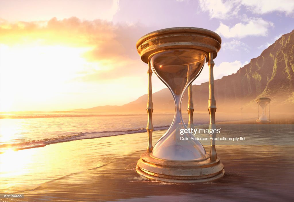 Enormous hourglass at ocean beach : Stock Illustration