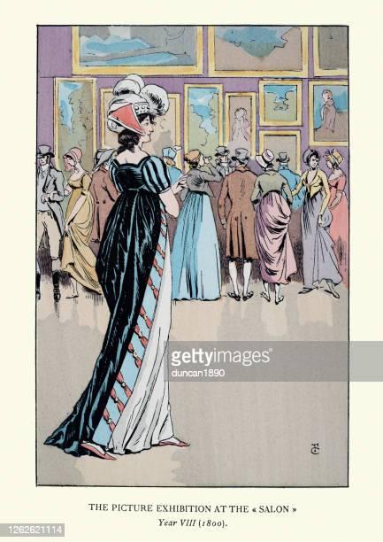 サロンでアートを鑑賞するファッショナブルな若い女性、パリ、1800年 - 1800~1809年点のイラスト素材/クリップアート素材/マンガ素材/アイコン素材